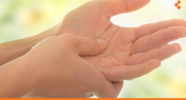 الأطباء يوضحون سبب ألم اليد اليسرى عند الزعل أثر برس